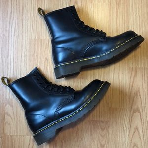 DOC MARTEN 1460 BLACK SMOOTH 8-EYE BOOT